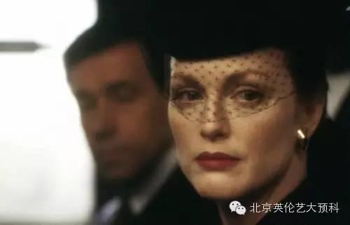 《远离天堂》(2002)