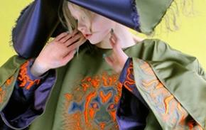 本科 时尚纺织品专业:刺绣